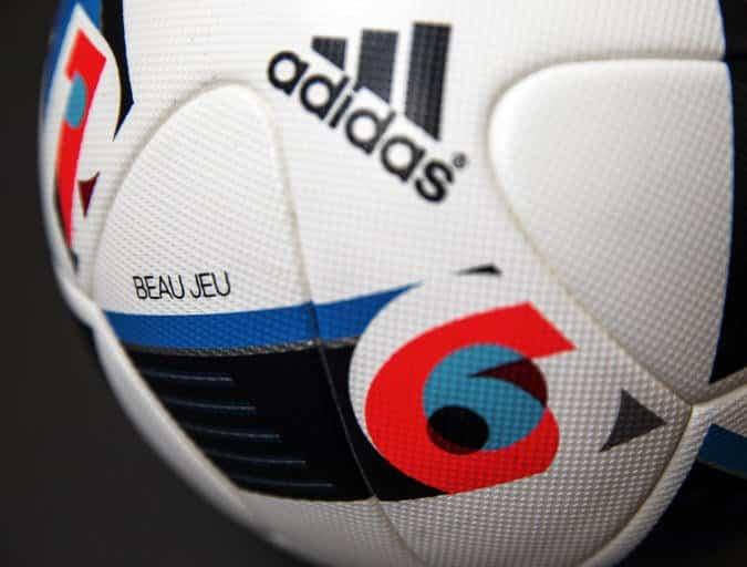 ball close up Official Match Ball Beau Jeu UEFA EURO 2016