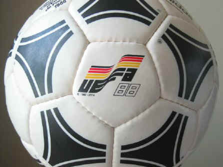Tango Europa2 1988 Official Ball of the European Championships - Tango Europa